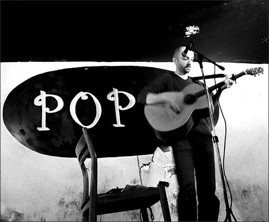 Kenyon by Laurent Orseau - Pop In - Paris, France - 2004-05-05 #1