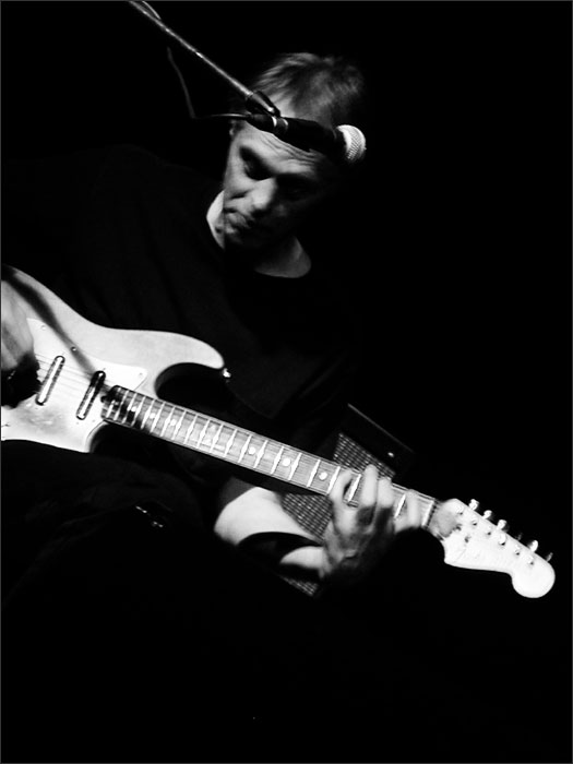 Tom Verlaine with Jimmy Ripp by Laurent Orseau - Brotfabrik - Frankfurt am Main, Germany - 2006-07-18 #1