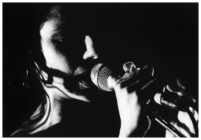 PJ Harvey by Laurent Orseau - Le Cabaret Sauvage - Paris, France - 1998-09-14 #2