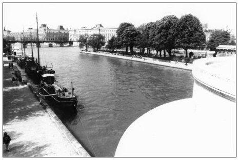 Quais de Seine, Paris, France by Laurent Orseau #17