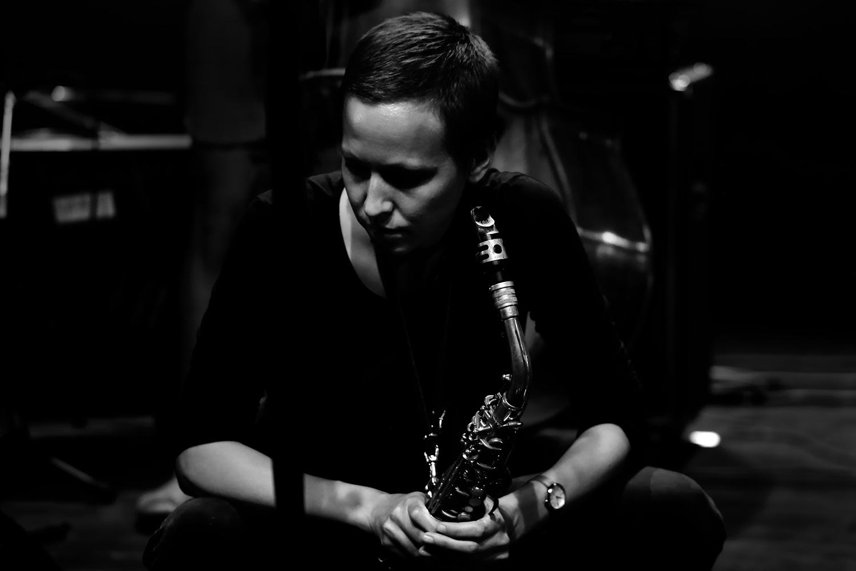 Anna Högberg Attack feat. Elin Larsson & Lisa Ullén & Niklas Barnö & Elsa Bergman & Anna Lund by Laurent Orseau - Summer Bummer Festival - De Studio - Antwerp, Belgium #19