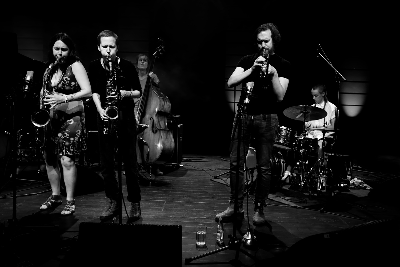 Anna Högberg Attack feat. Elin Larsson & Lisa Ullén & Niklas Barnö & Elsa Bergman & Anna Lund by Laurent Orseau - Summer Bummer Festival - De Studio - Antwerp, Belgium #3