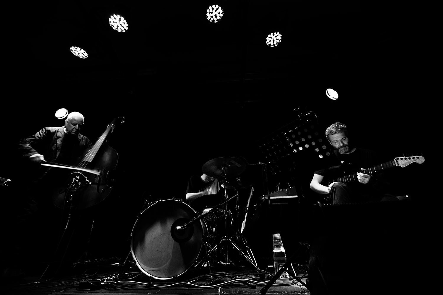 Arnold Dreyblatt & The Orchestra of Excited Strings by Laurent Orseau - Les Ateliers Claus - Brussels, Belgium #3