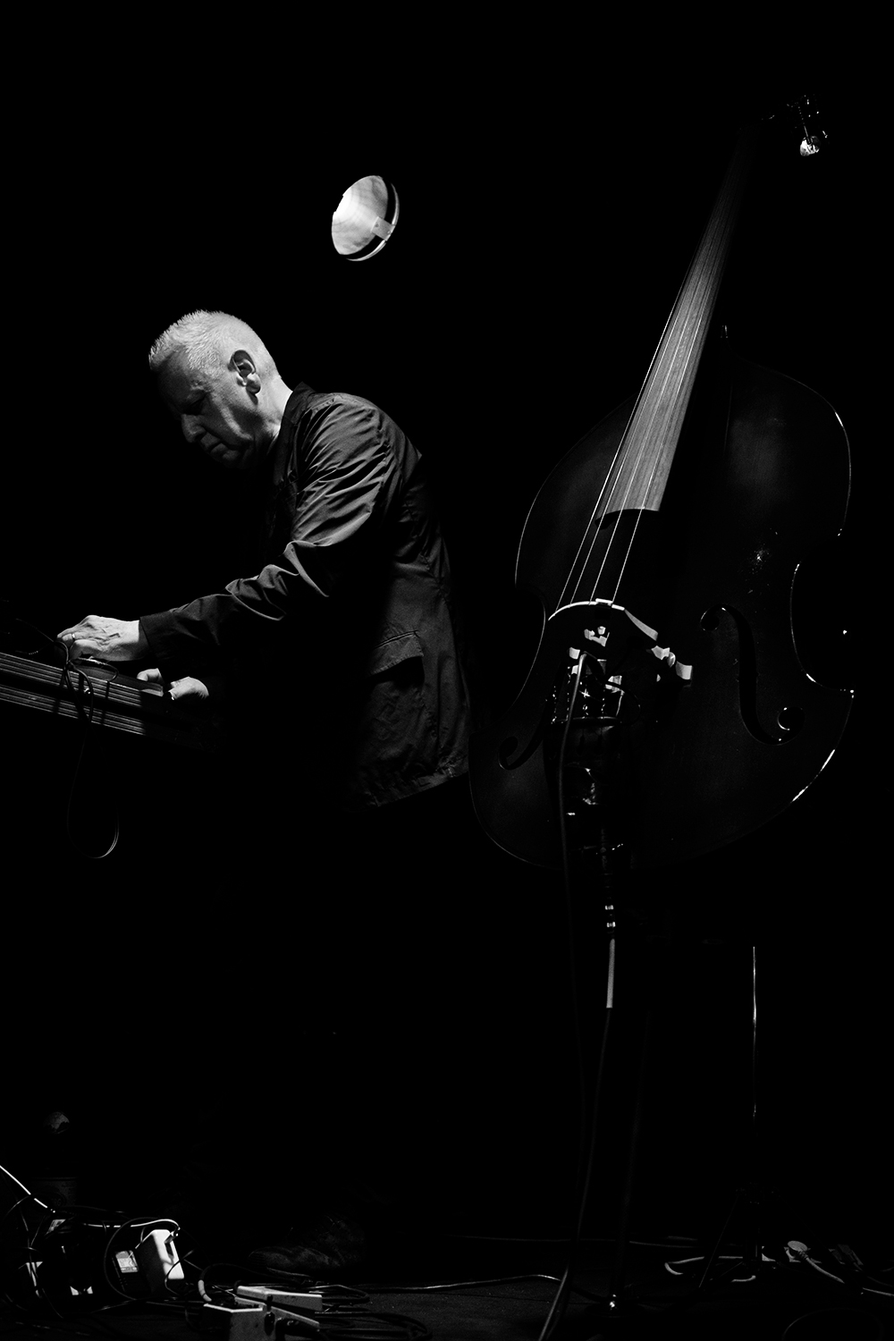 Arnold Dreyblatt & The Orchestra of Excited Strings by Laurent Orseau - Les Ateliers Claus - Brussels, Belgium #6