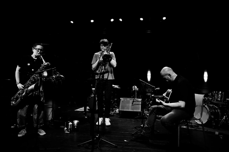 Cath Roberts & Tullis Rennie & Dirk Serries by Laurent Orseau - Summer Bummer Festival - De Studio - Antwerp, Belgium #3