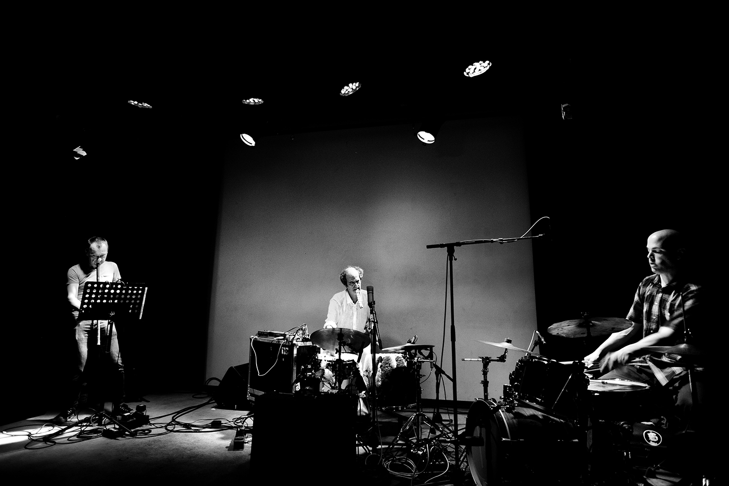 David Maranha & Chris Corsano & Richard Youngs by Laurent Orseau - Les Ateliers Claus - Brussels, Belgium #1