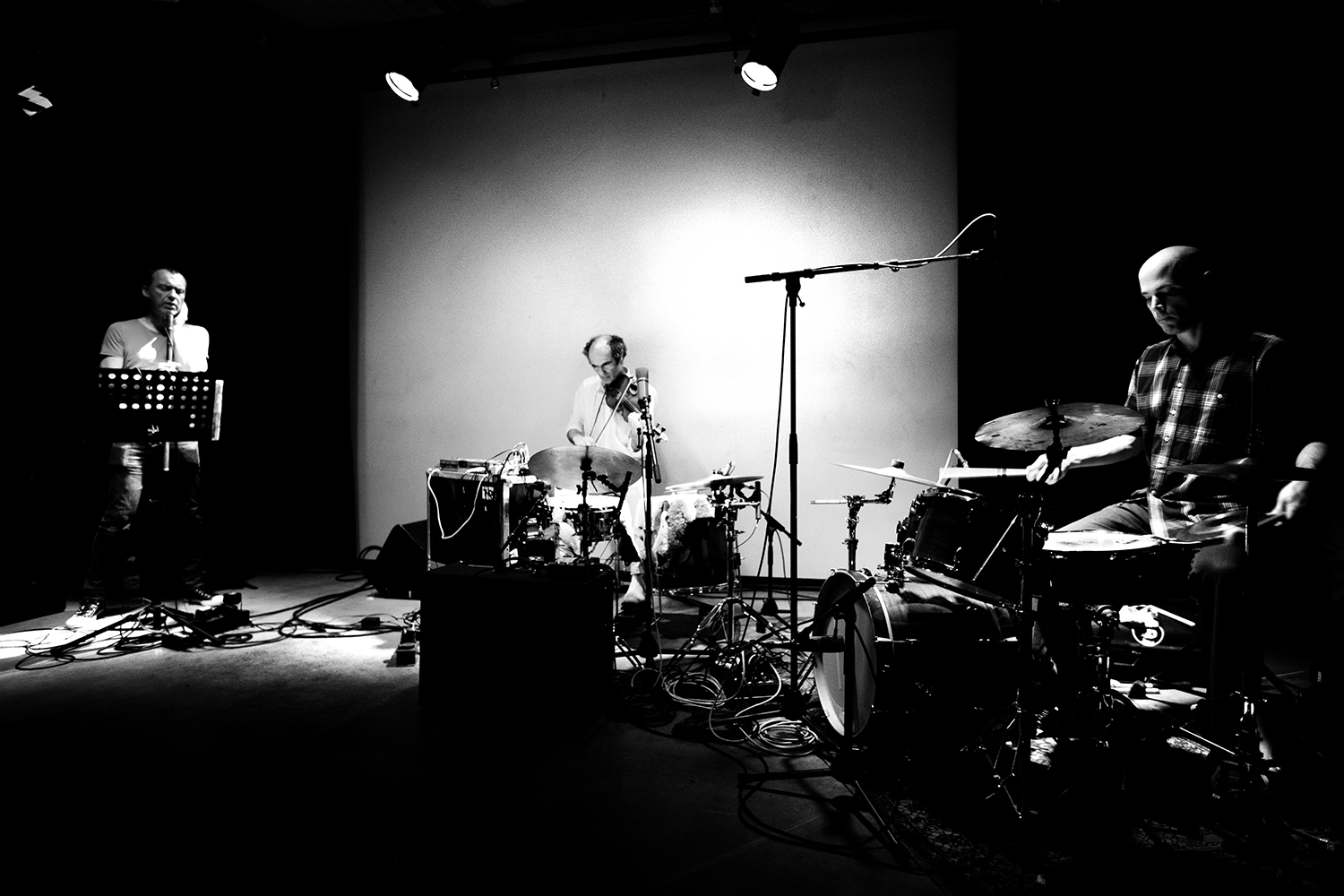David Maranha & Chris Corsano & Richard Youngs by Laurent Orseau - Les Ateliers Claus - Brussels, Belgium #2