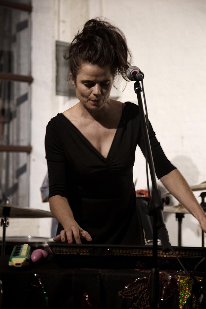 Françoiz Breut by Laurent Orseau - Concert - DRUUM - Brussels, Belgium #7