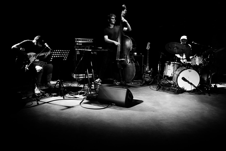 João Lobo Trio (João Lobo & Norberto Lobo & Soet Kempeneer) - Concert - Les Ateliers Claus - Brussels, Belgium