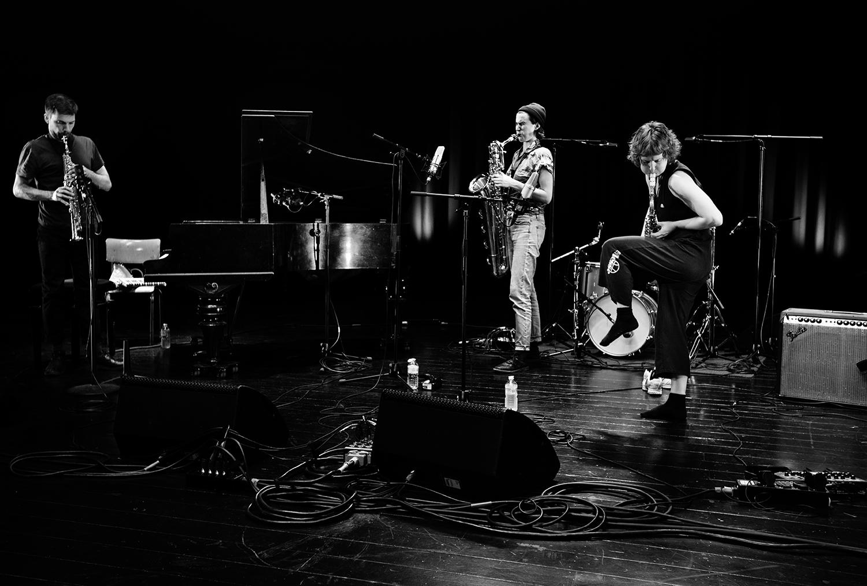 Jonas Cambien & Hanne De Backer & Signe Emmeluth by Laurent Orseau - Summer Bummer Festival - De Studio - Antwerp, Belgium #2