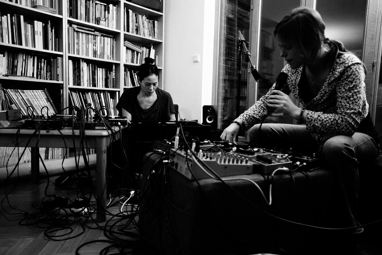 Lynn Cassiers & Pak Yan Lau by Laurent Orseau - hinah session - hinah hq - Brussels, Belgium #2
