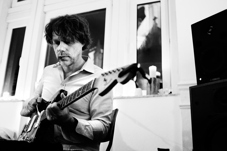 Orso Jesenska by Laurent Orseau - Concert en appartement - Brussels, Belgium #9