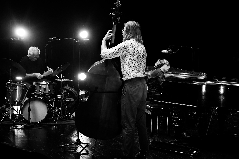 Playing With Standards Trio (Seppe Gebruers & Nils Vermeulen & Paul Lytton) by Laurent Orseau - Summer Bummer Festival - De Studio - Antwerp, Belgium #1