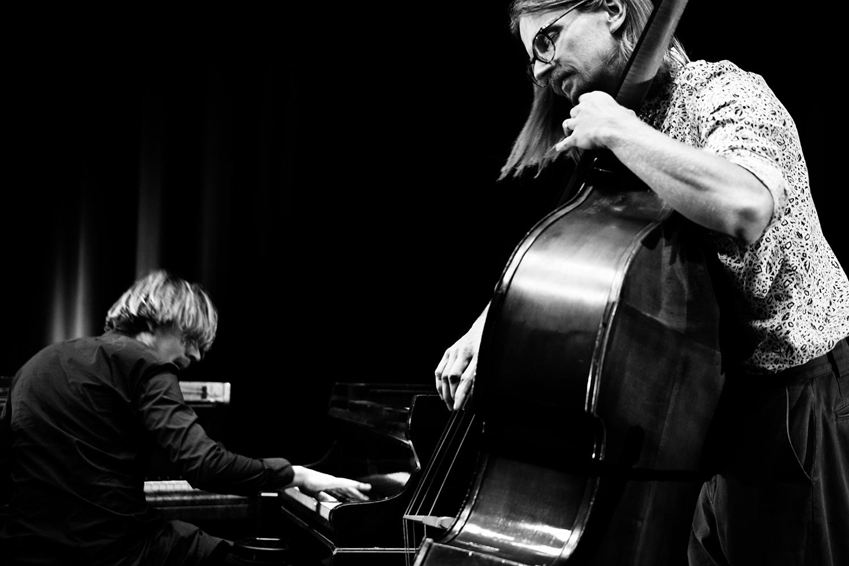 Playing With Standards Trio (Seppe Gebruers & Nils Vermeulen & Paul Lytton) by Laurent Orseau - Summer Bummer Festival - De Studio - Antwerp, Belgium #9