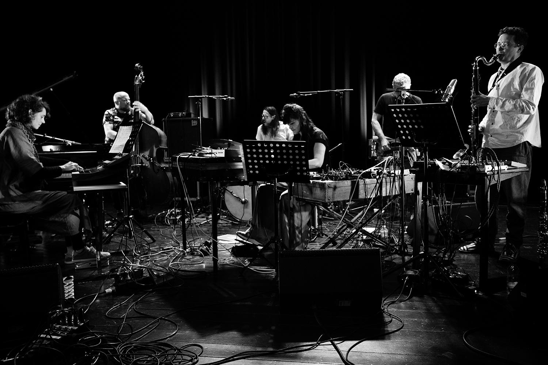 Ruidoscuro (Frank Rosaly & Ibelisse Guardia Ferragutti & Marta Warelis & Joachim Badenhorst & Andy Moor & Ingebrigt Håker Flaten) - Summer Bummer Festival - De Studio - Antwerp, Belgium