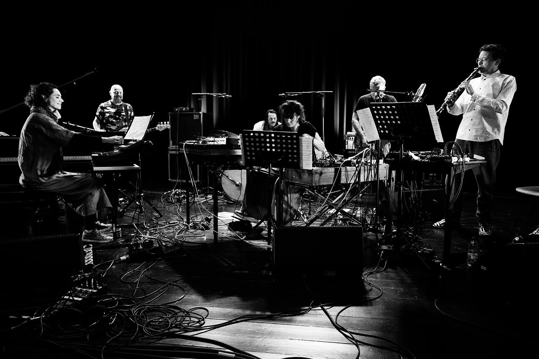 Ruidoscuro (Frank Rosaly & Ibelisse Guardia Ferragutti & Marta Warelis & Joachim Badenhorst & Andy Moor & Ingebrigt Håker Flaten) by Laurent Orseau - Summer Bummer Festival - De Studio - Antwerp, Belgium #2