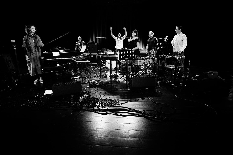 Ruidoscuro (Frank Rosaly & Ibelisse Guardia Ferragutti & Marta Warelis & Joachim Badenhorst & Andy Moor & Ingebrigt Håker Flaten) by Laurent Orseau - Summer Bummer Festival - De Studio - Antwerp, Belgium #32