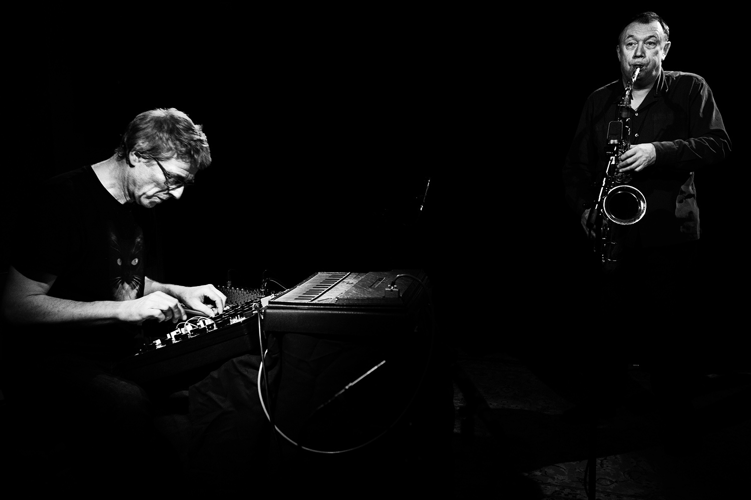 Thomas Lehn & John Butcher by Laurent Orseau - Oorstof | Sound In Motion - AB Salon - Brussels, Belgium #1