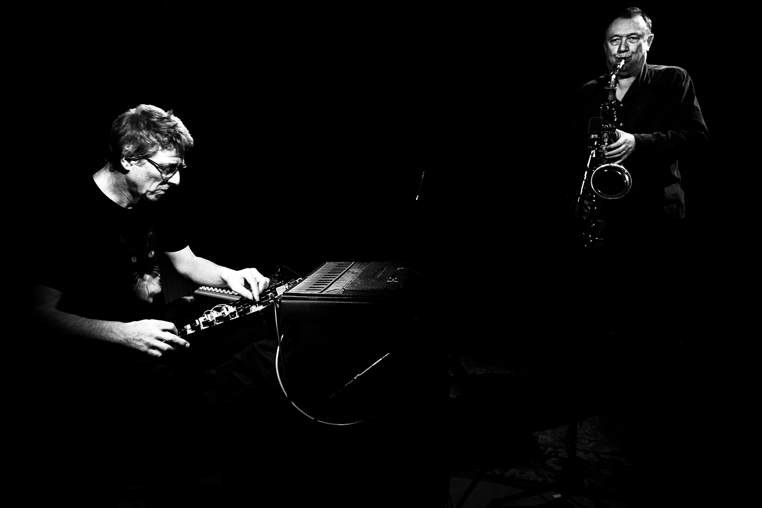 Thomas Lehn & John Butcher by Laurent Orseau - Oorstof | Sound In Motion - AB Salon - Brussels, Belgium #2
